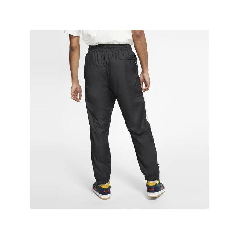 Pantalón Nike: SHIELD TRCK PNT SWOOSH (BLACK WHITE WHITE)