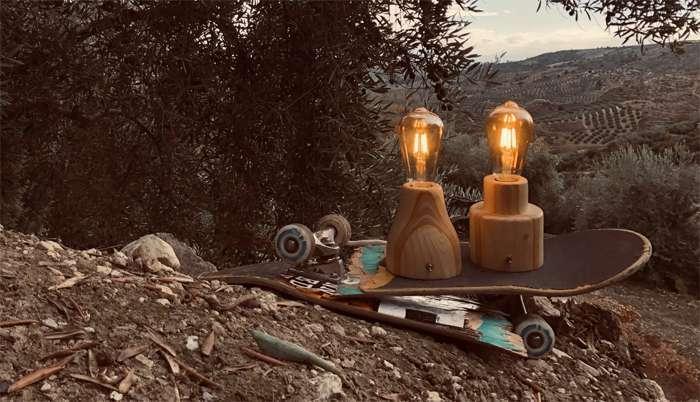 Lámparas y tabla de skate